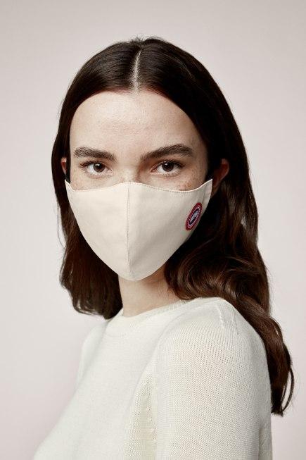 Masque facial avec écusson classique